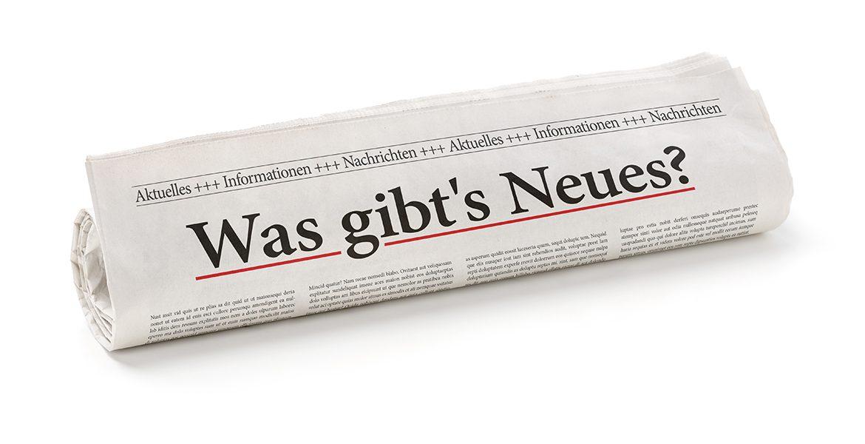 Zeitungsrolle mit der Überschrift Was gibts Neues